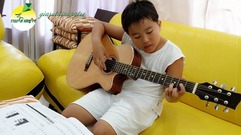 hoc dan guitar tai nha