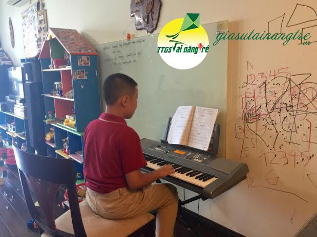 hoc piano organ tai nha