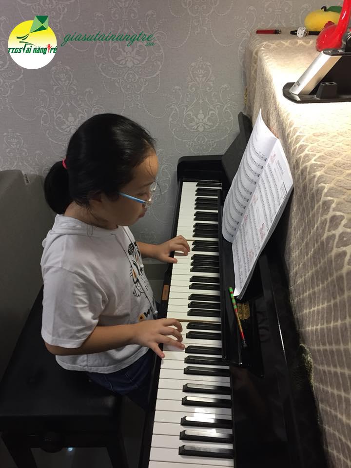 hoc vien hoc piano tai nha