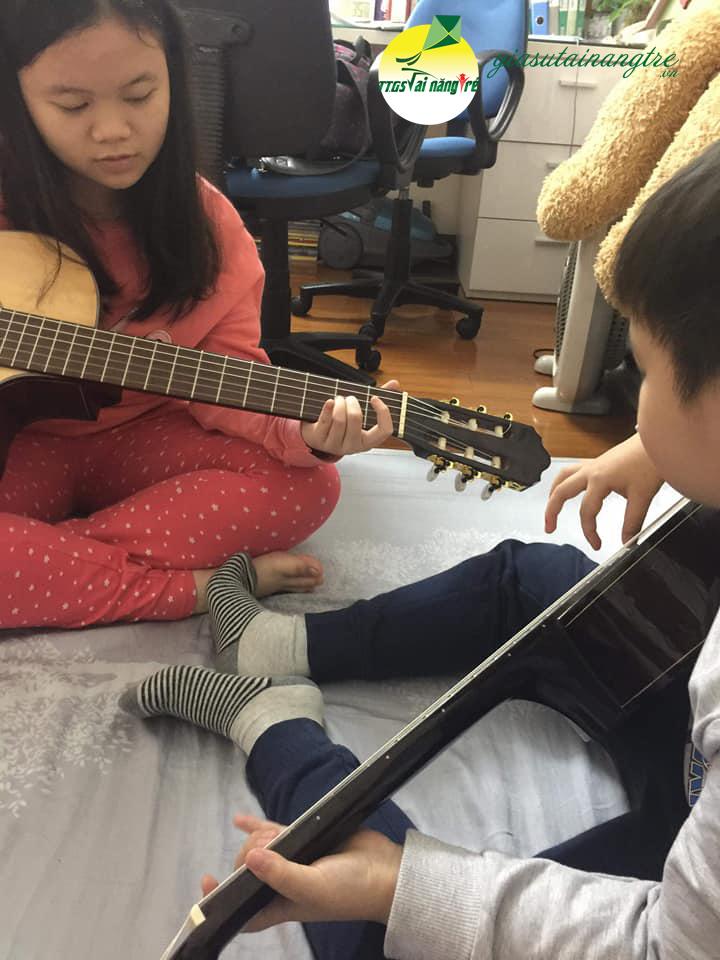 hoc guitar tai nha