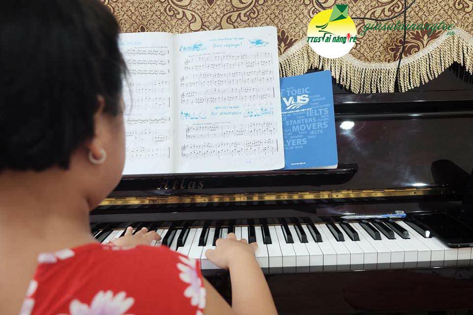 hoc dan piano organ tai nha